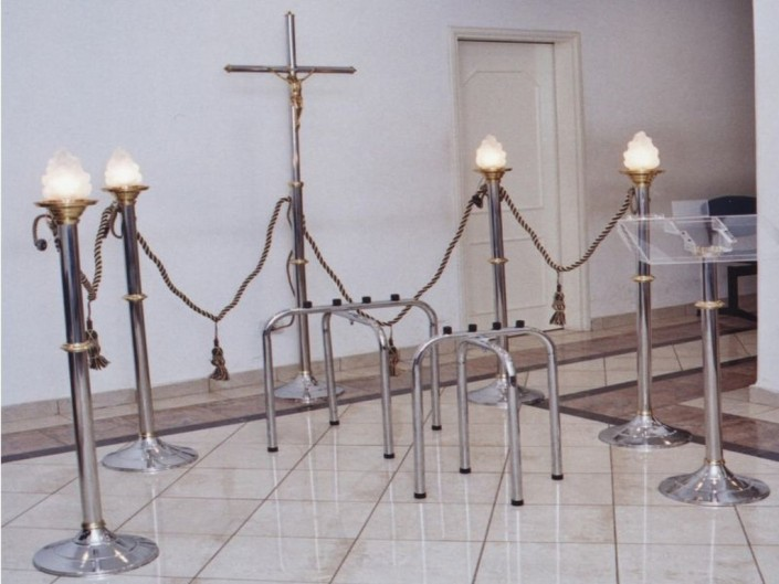 """6003-Capilla Bronce, Acero y Cromo 4 candelabros 2003 """"F"""""""
