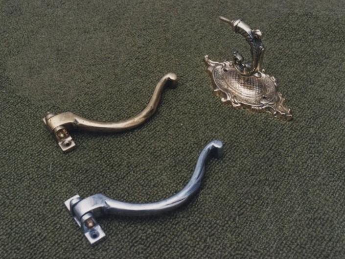 4010 Gancho bronce rebatible