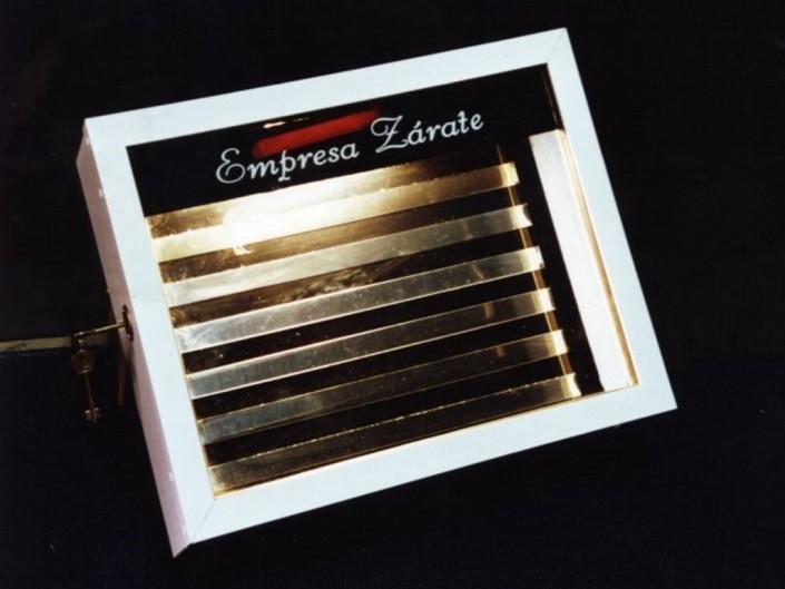 17007 Cartelera caja aluminio y acrílico de 50 cm x 40 cm