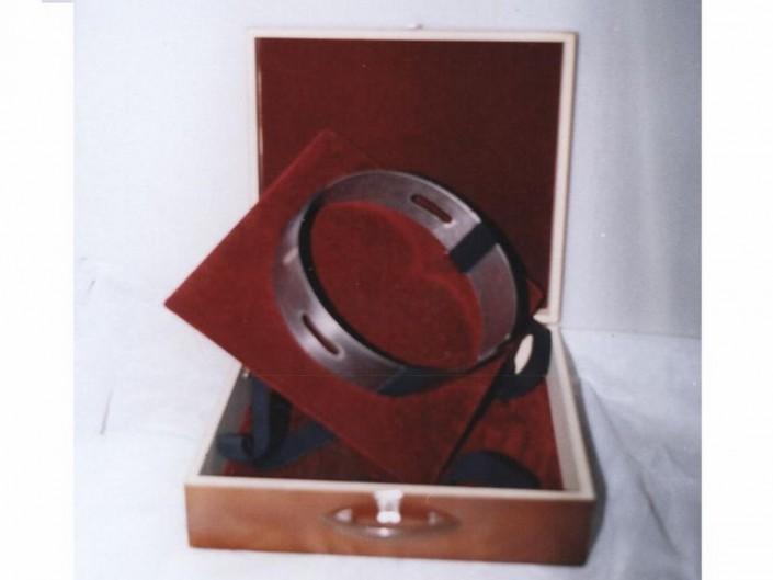 1606 - Porta gorra y sable